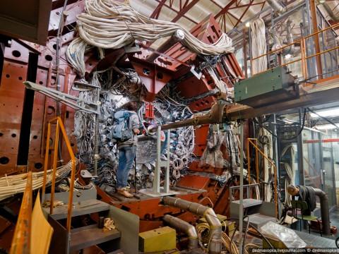 Детектор элементарных частиц КЕДР